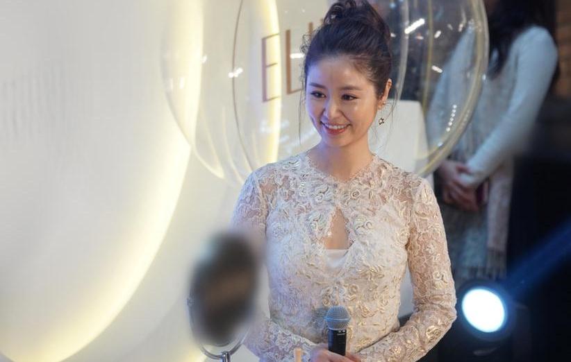 Sau ồn ào, Lâm Tâm Như lại đeo nhẫn cưới trong sự kiện mới