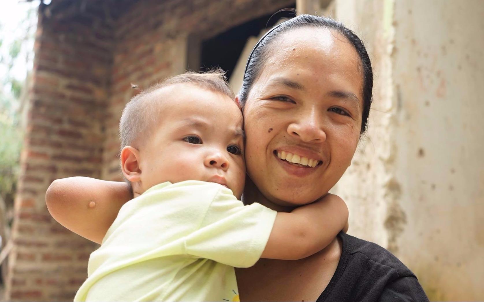 Chuyện đời người mẹ không tay đơn thân nuôi con