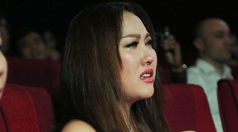 Phi Thanh Vân bật khóc trong họp báo của Trà Ngọc Hằng