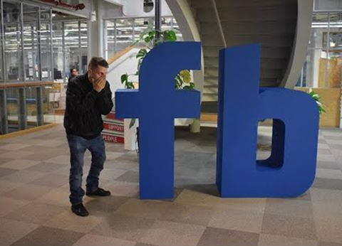 Đột nhập trụ sở Facebook, đánh bida chùa không ai biết