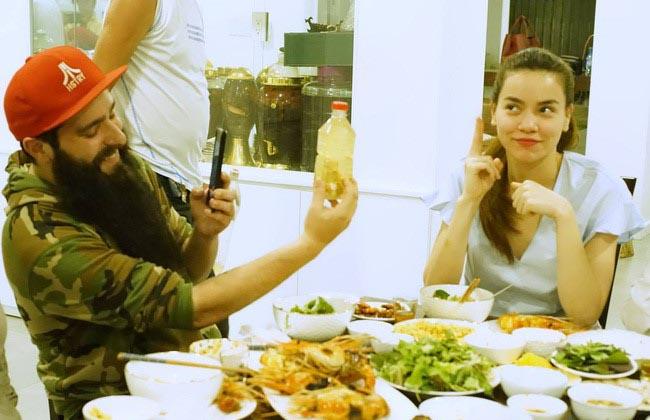 """Đạo diễn """"Kong"""" ăn tối tại nhà riêng của Hồ Ngọc Hà"""