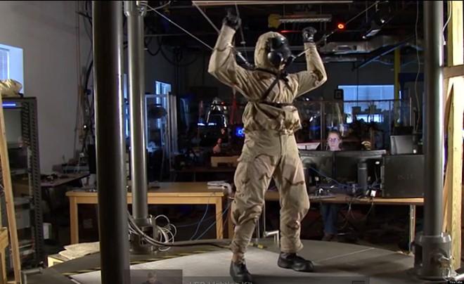 Robot thay thế người đi vào vùng phóng xạ