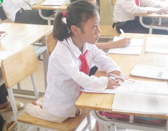 Bé gái không chân vẫn đến trường suốt 8 năm