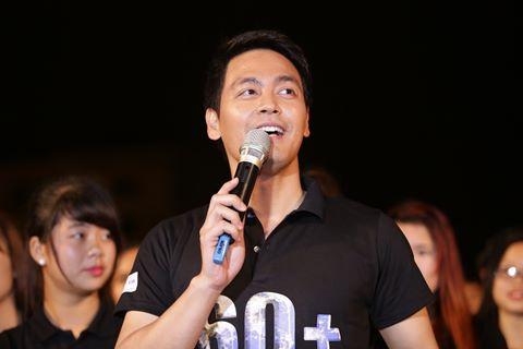 MC Phan Anh về quê đạp xe, kêu gọi tiết kiệm điện