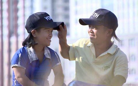 Điều ước giản dị cho đôi vợ chồng tí hon bán vé số tại Sài Gòn