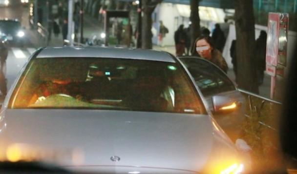 """Sao nữ Nhật nổi giận khi chồng lộ ảnh """"mây mưa"""" với gái trẻ trong xe"""