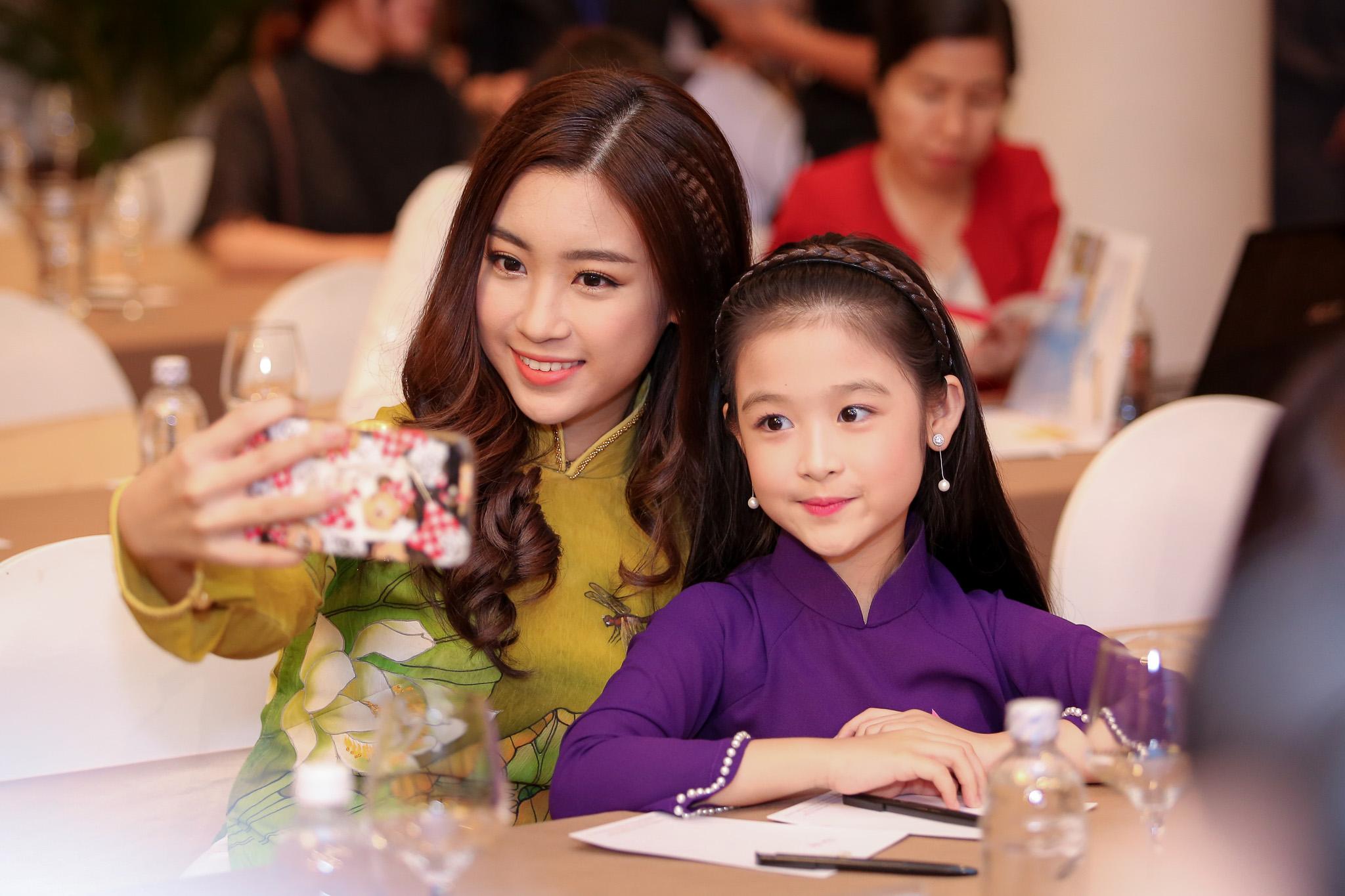 Hoa hậu Đỗ Mỹ Linh rạng rỡ dự sự kiện