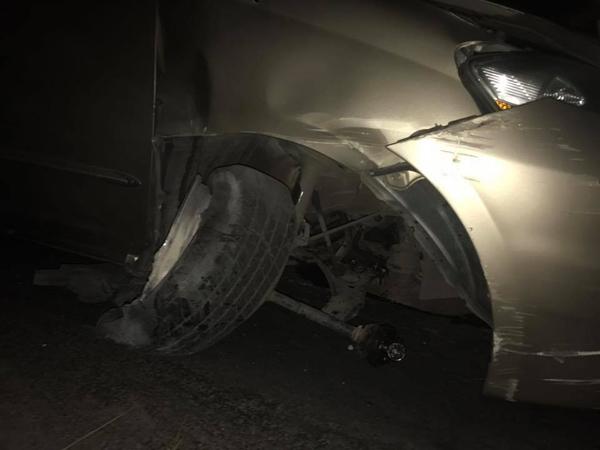 Nhật Kim Anh thoát chết khi xe nổ lốp lao vào thành cầu