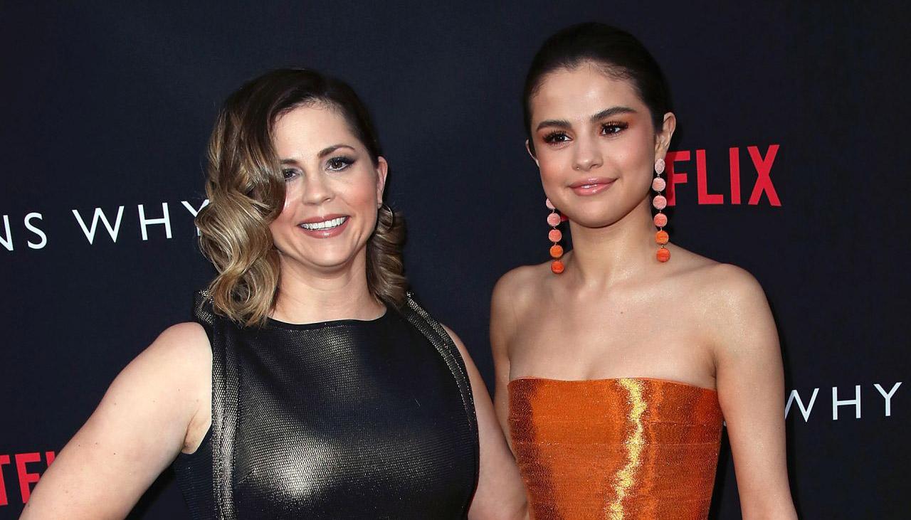 Mẹ Selena Gomez ủng hộ con gái ngưng ca hát để nghỉ ngơi