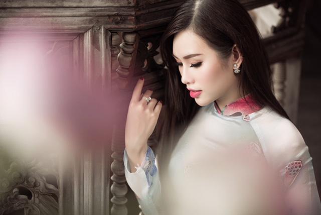 Người đẹp Thanh Trang nền nã mà kiêu sang với áo dài sen