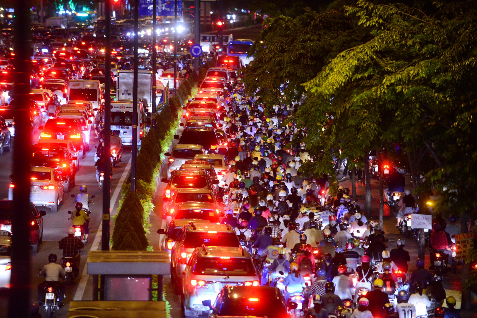 Cảnh kẹt xe không lối thoát ở Sài Gòn