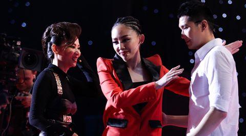 Tóc Tiên khiến Thu Minh bật khóc trên ghế nóng The Voice