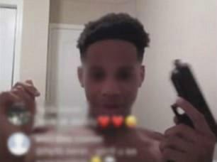 Cậu bé tử vong khi cầm súng livestream trên mạng
