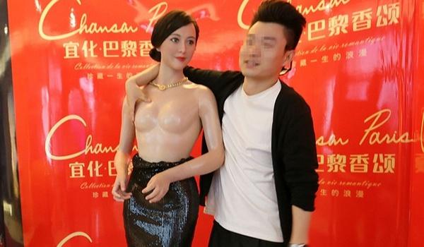 Nghệ sĩ Trung Quốc bức xúc vì tượng sáp biến tướng so với ngoài đời