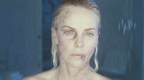 Từng suýt liệt người, Charlize Theron vẫn đóng phim hành động