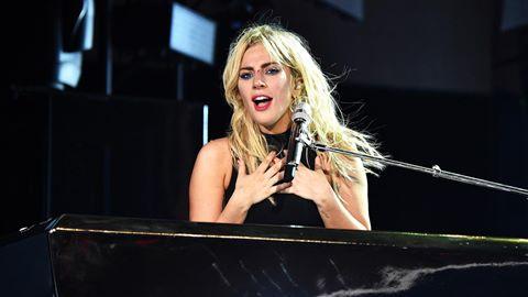 """Lady Gaga giới thiệu ca khúc mới """"The Cure"""" trên sân khấu Coachella"""