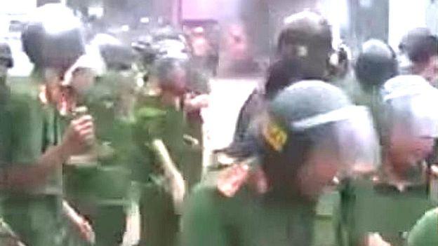 Người dân Đồng Tâm đã thả 15 cảnh sát cơ động