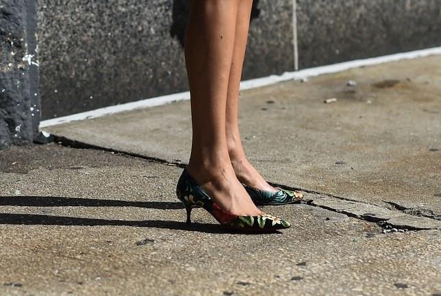 5 kiểu giày dép phối cùng quần shorts cho mùa hè