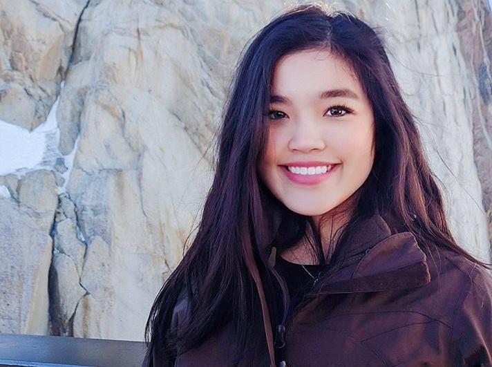 Cô gái 17 tuổi xinh đẹp đỗ cả Harvard, Cambridge và Stanford