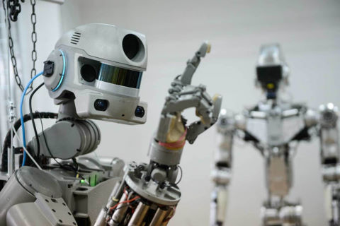 Nga biểu diễn robot chiến đấu như người thật