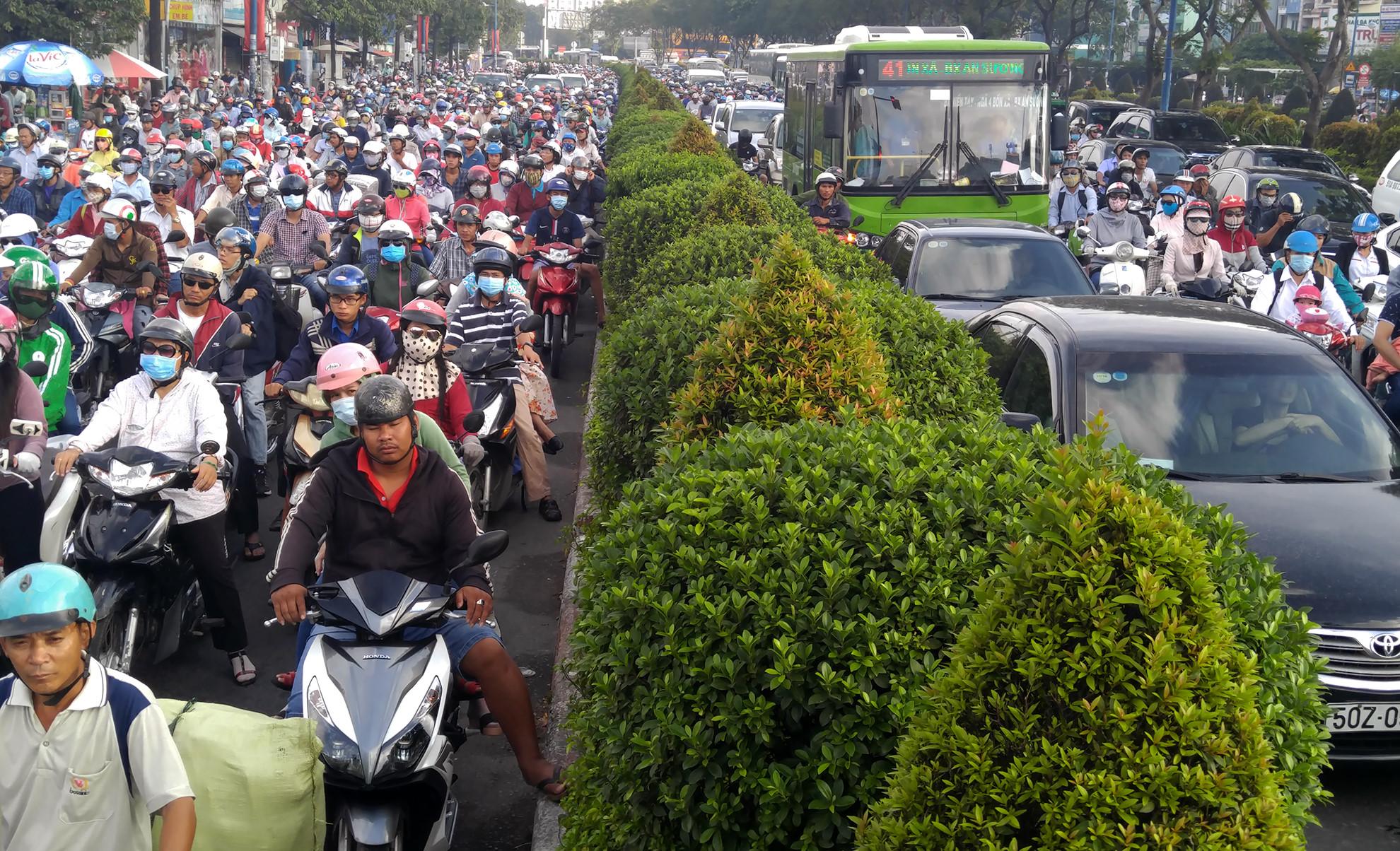 Chuyên gia đề xuất cấm xe máy để giảm ùn tắc ở Sài Gòn