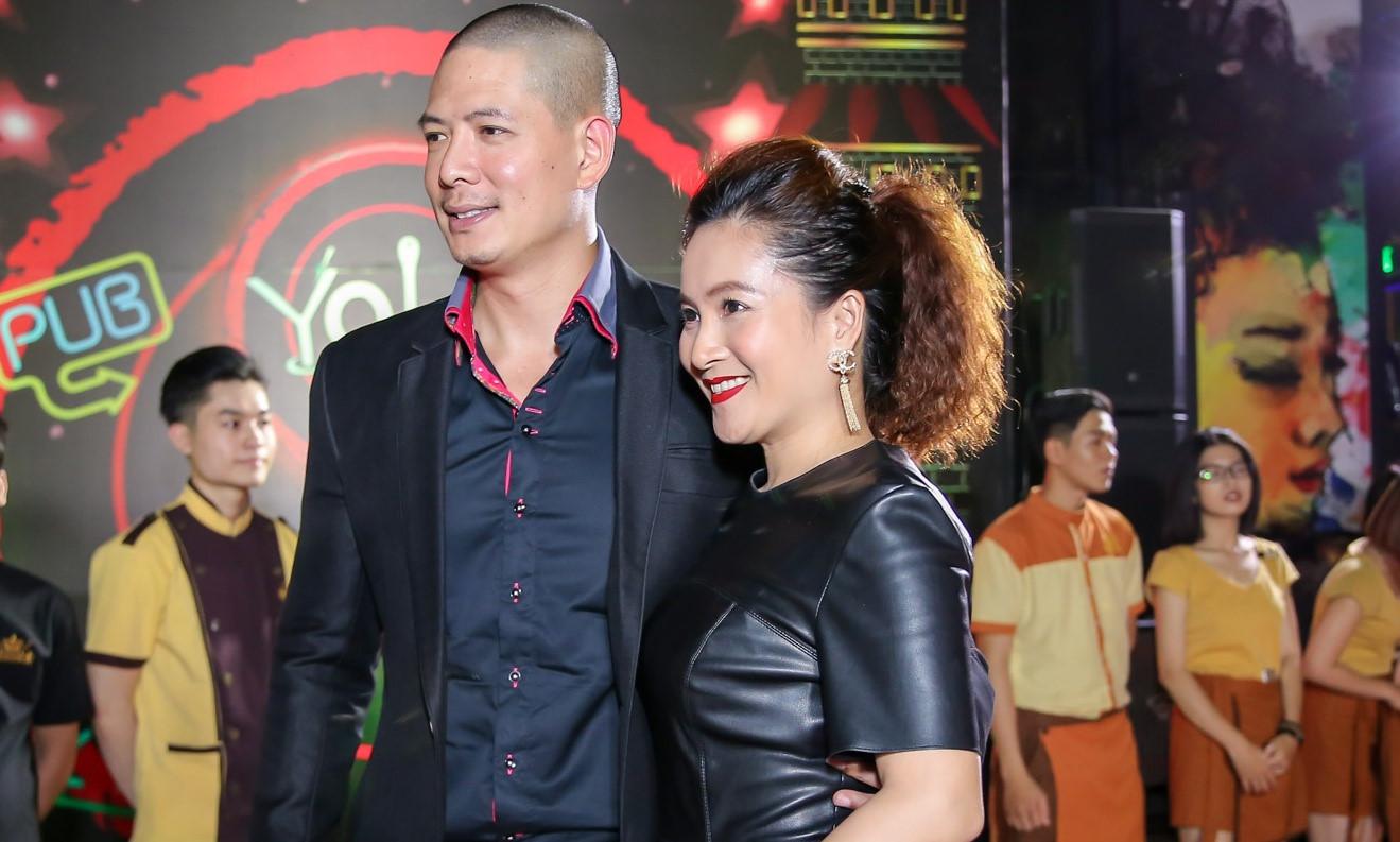 Vợ chồng Bình Minh tình cảm khi xuất hiện cùng dàn sao trên thảm đỏ