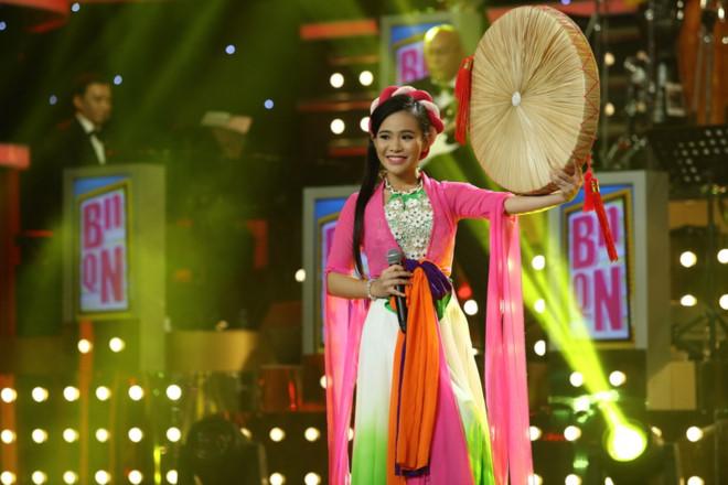 Ca sĩ Phi Nhung nhận cô gái 17 tuổi làm đệ tử