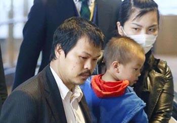 Ba mẹ của bé Nhật Linh trở về Việt Nam