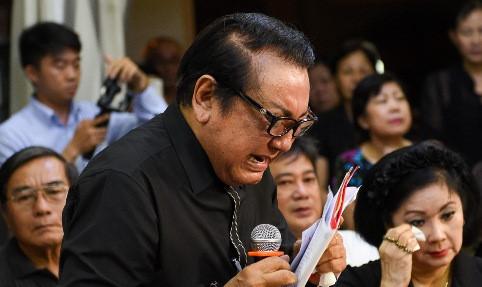 Nghệ sĩ Việt khóc nghẹn trong đêm hoa đăng tiễn biệt NSƯT Thanh Sang