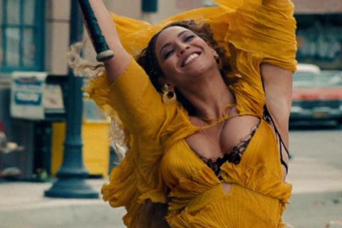 """""""Lemonade"""" của Beyoncé là đĩa nhạc bán chạy nhất 2016"""