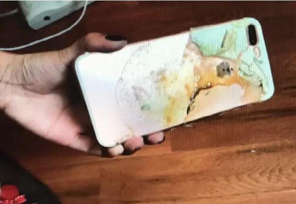 iPhone 7 Plus mới mua bất ngờ phát nổ trên giường ngủ khi đang cắm sạc