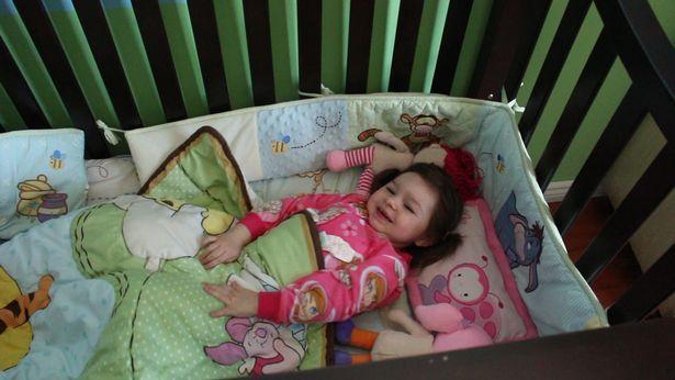 Cô bé 3 tuổi không hề ngủ, chỉ cần chợp mắt 1 tiếng mỗi đêm