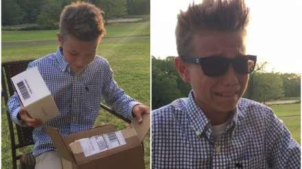 Cậu bé 10 tuổi òa khóc nức nở khi lần đầu nhìn thấy màu sắc