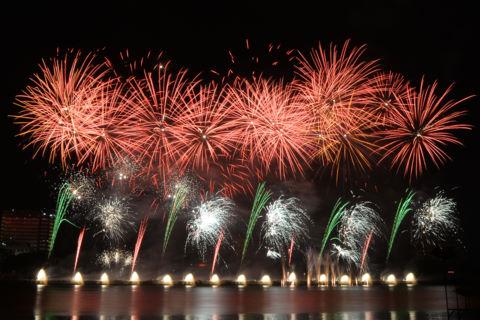 Pháo hoa chính thức khai hỏa trên bầu trời Đà Nẵng