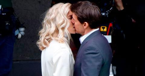 Tom Cruise hôn người tình tin đồn trong phim mới