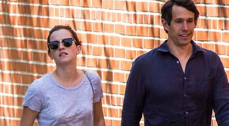 Emma Watson giản dị dạo phố với bạn trai doanh nhân