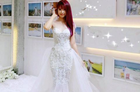 Khởi My duyên dáng trong đầm cưới đính kết 8.000 viên pha lê