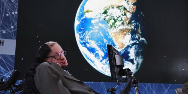 Stephen Hawking: Nhân loại chỉ còn 100 năm để rời Trái Đất