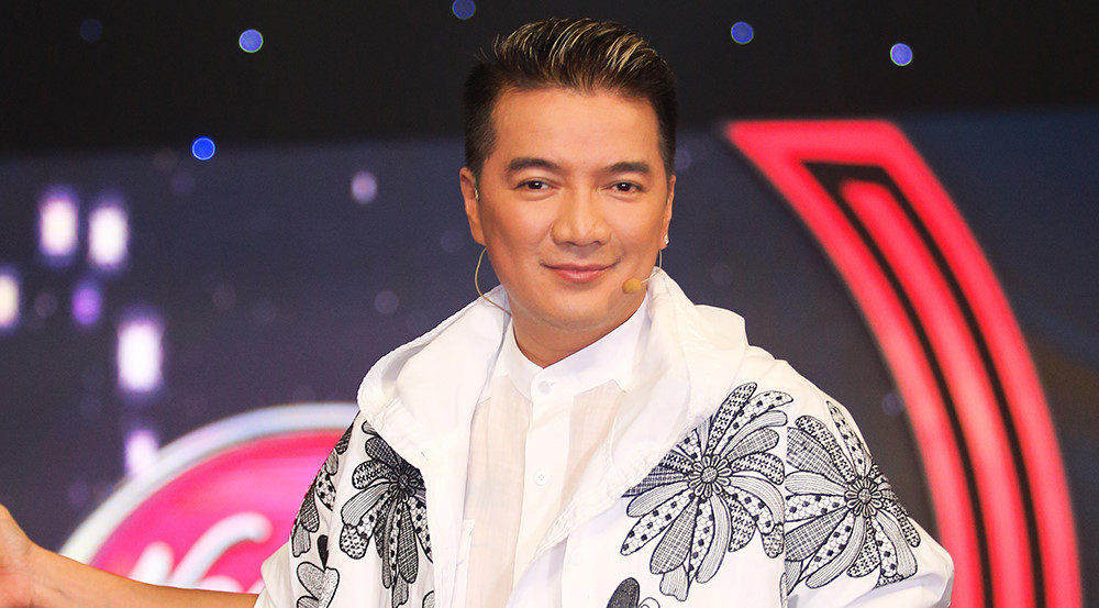 Đàm Vĩnh Hưng bị chất vấn về thiệp cưới với Dương Triệu Vũ