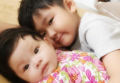 Hải Băng khoe ảnh con trai riêng của Thành Đạt chăm em gái