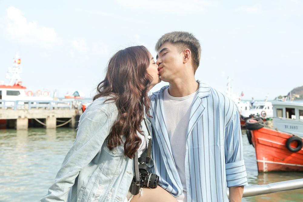 Kaity Nguyễn tình tứ hôn Will trong hậu trường MV