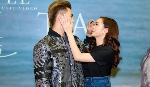 Kaity Nguyễn chăm sóc Will trước ống kính truyền thông