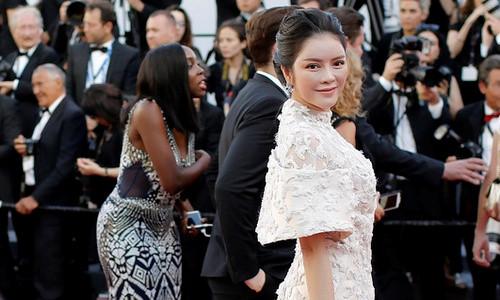 Sau tranh cãi, Lý Nhã Kỳ xuất hiện trên thảm đỏ Cannes