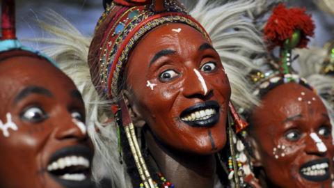 """Cuộc thi sắc đẹp """"mắt trắng, môi thâm"""" ở châu Phi"""