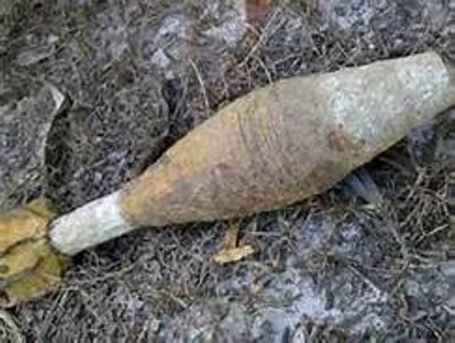 Đi tắm nhặt được đạn pháo 105 ly mang về nhà gây ra vụ nổ kinh hoàng