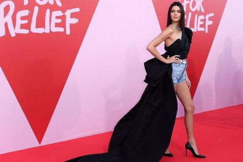 Kendall Jenner mặc ấn tượng, làm lu mờ các siêu mẫu đàn chị