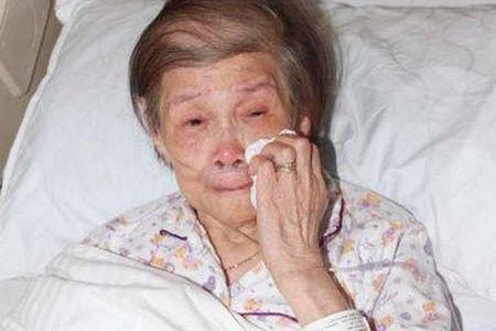 Mẹ diva Hong Kong bới thùng rác để kiếm đồ ăn ở tuổi 93