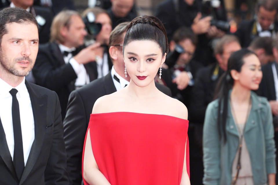 Phạm Băng Băng nổi bật giữa dàn thiên thần nội y trên thảm đỏ Cannes