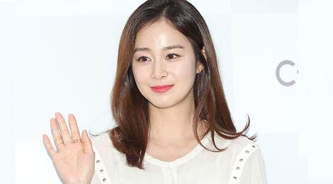 Kim Tae Hee diện áo rộng giấu bụng bầu