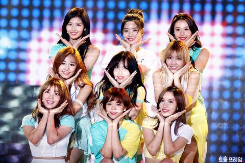 Nhóm nhạc nữ đầu tiên của Hàn Quốc đạt 200 triệu lượt xem MV